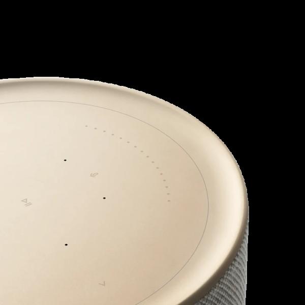 Technoliving - A Beosound Balance a skandináv minimalizmus és praktikum házasságának a gyümölcse. A lenyűgöző formaterv összesen 7 erőteljes hangszórót rejt magában – a házban két darab 5,25 hüvelykes mélysugárzó; két darab öt, illetve három hüvelykes full range meghajtó; valamint egy háromnegyed hüvelykes csipogó kapott helyet.