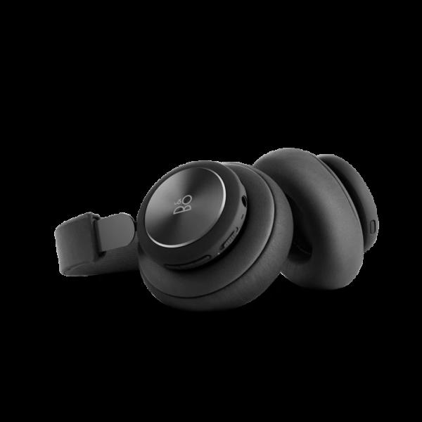 Technoliving - A BeoPlay H4 második generációs, vezeték nélküli fejhallgató a Bang & Olufsen jellegzetes hangzását a Bluetooth nyújtotta kényelemmel, és akár 19 órányi zenehallgatási idővel ötvözve kínálja. Gondosan megtervezett kialakításának köszönhetően kényelmesen simul a fülekre, valódi bőrből, alumíniumból és acélból készült váza pedig elegáns megjelenést biztosít.