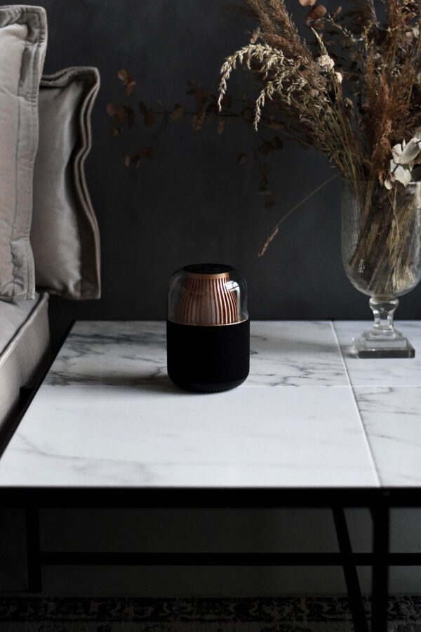 Technoliving - Lemus Nova combines light & sound together. It has a fantastic dynamic that will make this wireless lampspeaker your favourite item for the cosy moments. You can even connect two Lemus Nova speakers to each other and create an even better sound with stereo effect.